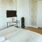 hotell hotellrum dubbelrum säng designersguild tapet