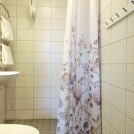 Badrum dusch handdukar kakel handukstork